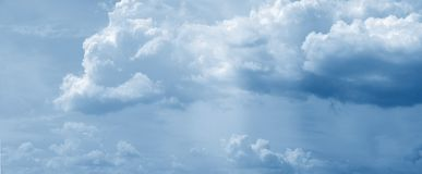 云彩巨大的全景 图库摄影