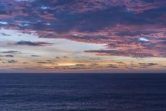 云彩形成在大西洋的黎明 免版税图库摄影
