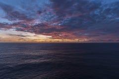 云彩形成在大西洋的黎明 库存照片