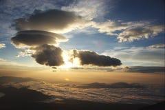 云彩形成日出 免版税库存照片