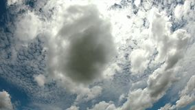 云彩快速地移动天空自明亮的白天 影视素材