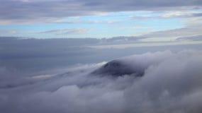 云彩报道了山脉 库存图片