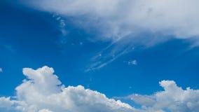 云彩时间间隔与天空的 股票视频