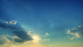 云彩时间间隔与星期日的。 影视素材