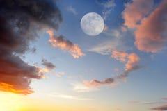 云彩月亮 免版税库存照片