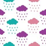 云彩样式 与五颜六色的云彩和雨珠的无缝的样式孩子假日 皇族释放例证