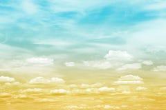 云彩梯度天空 免版税库存图片