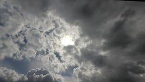 云彩横跨天空移动 影视素材