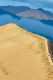 云彩沙丘峰顶沙子 库存照片