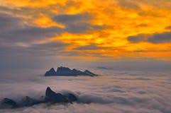 云彩海在日落的 免版税库存图片