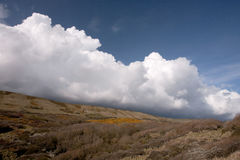 云彩海岸cumulo多西特英国雨云 库存图片