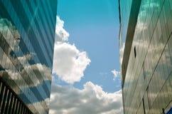 云彩的反射在天空的 库存照片