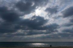 从云彩的太阳光芒 库存照片