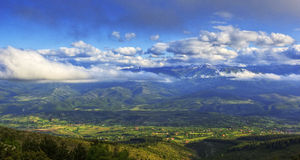云彩的山顶 库存图片
