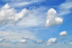 从云彩的心脏在天空 免版税库存图片