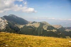 云彩的意大利阿尔卑斯 免版税库存照片