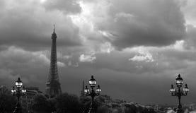 云彩的艾菲尔铁塔 库存照片
