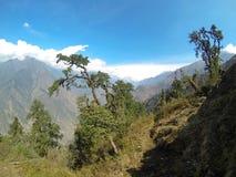 云彩的运动在山,喜马拉雅山的 库存照片