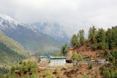 云彩的运动在山,喜马拉雅山,尼泊尔的 图库摄影