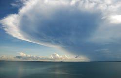 云彩盘旋的风暴 免版税库存照片