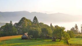 云彩看法从高山山全景的在山的云彩云彩在夏天喀尔巴阡山脉 股票视频