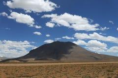 云彩遮蔽的偏僻的登上 免版税图库摄影