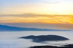 云彩雾横向山谷 库存照片