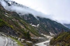 云彩风景看法在山的在Naran Kaghan谷,巴基斯坦 库存图片