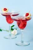 云彩鸡尾酒红色玫瑰白色 免版税库存图片