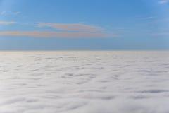 云彩,从飞机窗口的一个看法 库存图片