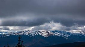 云彩Timelapse在喀尔巴阡山脉的 股票录像