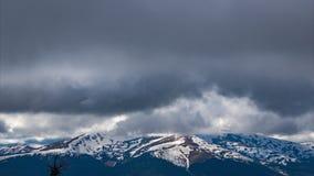 云彩Timelapse在喀尔巴阡山脉的 股票视频