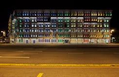 云母大厦在新加坡在晚上 免版税库存照片