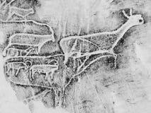 云母-一个独特的方式做拷贝岩石艺术刻在岩石上的文字 抽样博物馆 山Altai 库存图片