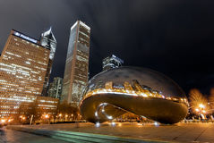 云门在晚上,芝加哥 库存照片