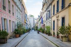 云香Cremieux是其中一条最俏丽的住宅街道在巴黎 免版税库存照片