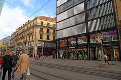 云香du马尔什,主要购物街道在日内瓦的中心 库存图片