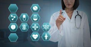 互动与医疗六角形接口的女性医生 库存照片