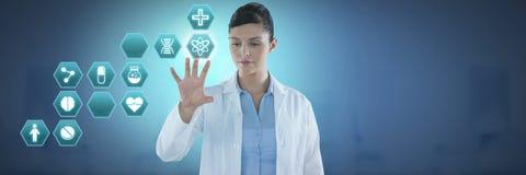 互动与医疗六角形接口的女性医生 库存图片