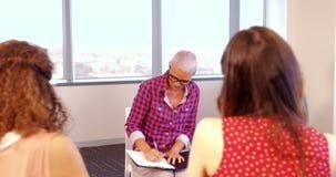 互动互相的创造性的企业队在会议期间