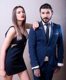互动和优美穿戴的时尚年轻夫妇 图库摄影