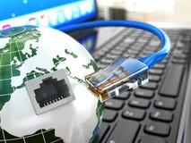 互联网。膝上型计算机、地球和以太网电缆。 免版税库存图片