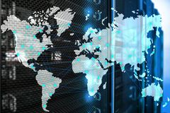 互联网和电信概念与世界地图在服务器室背景 库存例证