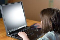 互联网孩子使用 免版税库存图片