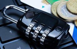 互联网安全挂锁,安全连接 免版税库存照片