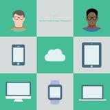 互联网技术infographic在平的样式 玻璃和不同的云彩设备的两名用户 免版税库存图片