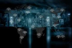 互联网iot人用途事技术智能手机互联网( 库存照片