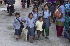 五个可怜的孩子在Panauti,尼泊尔 库存图片