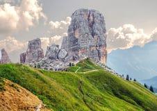 五个塔峰顶, Nuvolau小组,东方白云岩,在肾上腺皮质激素d `附近安佩佐著名冬天和夏天城市地方,威尼托, 图库摄影