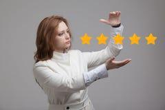 五个星规定值或等级,基准点概念 妇女估计服务,旅馆,餐馆 免版税库存照片
